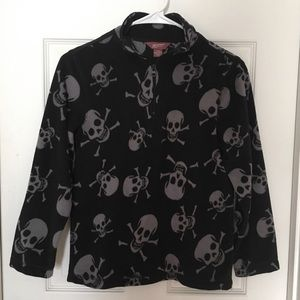 Fleece pullover with skull and crossbones.